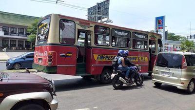 Buses chatarras siguen circulando, a costa de la seguridad de los pasajeros