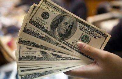 Dólar cierra con mayor calma