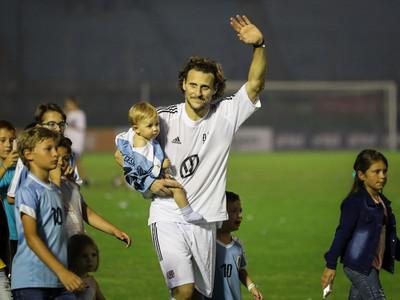 Diego Forlán se despide como jugador de fútbol