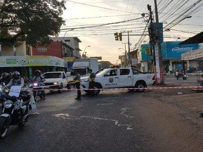 Colectivo causa accidente fatal al pasar semáforo en rojo