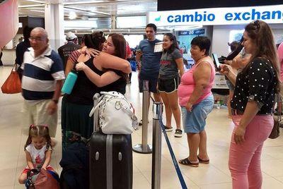 Incesante llegada de compatriotas para recibir el Año Nuevo con los familiares