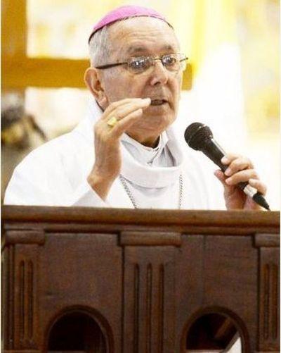 Monseñor dice que no dijo lo que dijo sobre apoyo a parejas gay