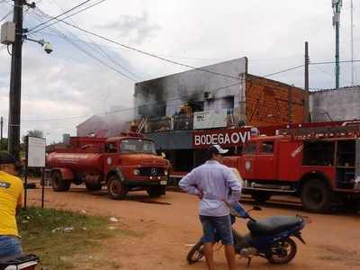 Incendio consume parte de un local nocturno