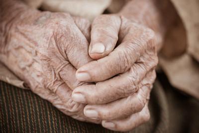 Hacienda cierra el año con casi 200.000 adultos mayores en programa de pensión alimentaria