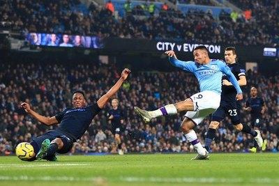 Manchester City derrotó al Everton y sigue en la parte alta
