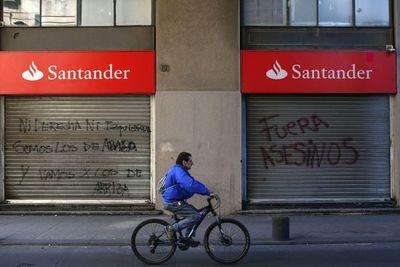 Economía chilena vuelve a caer en noviembre (-3,3%), afectada por crisis social