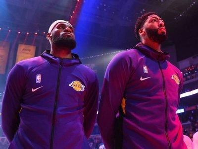 Los Lakers opacan a los Phoenix Suns con su primera victoria del año