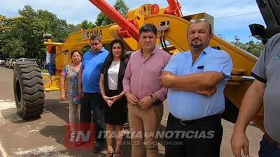 PRESENTAN FLAMANTE MOTONIVELADORA 0KM PARA JOSÉ LEANDRO OVIEDO..