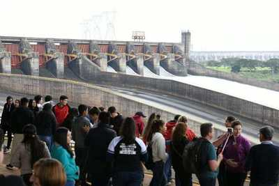 Itaipú recibió a más de un millón de visitantes en el cierre del 2019