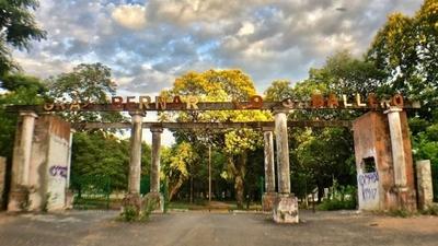 """HOY / MUVH ofrece """"padrinazgo"""" para lograr la revitalización del olvidado Parque Caballero"""