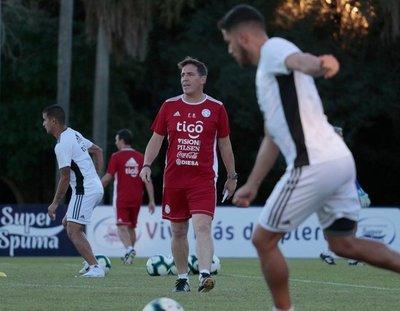 Mientras Berizzo perfila un equipo hoy se completa el grupo con Óscar Romero
