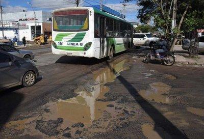 A pesar de la emergencia vial, las calles de Asunción continúan destrozadas