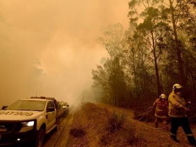 Mueren dos personas en otra jornada catastrófica de incendios en el sur de Australia