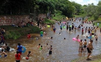 Arroyos contaminados y piletas de concentración masiva pueden ser foco de infecciones
