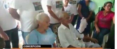 Abuelitos celebran 60 años de matrimonio