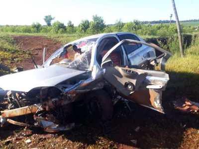 ALTO VERÁ: VEHÍCULO QUEDÓ DESTROZADO TRAS IMPRESIONANTE ACCIDENTE