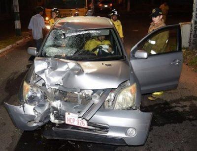 Conductor se da a la fuga tras chocar contra motociclista en Villa Elisa