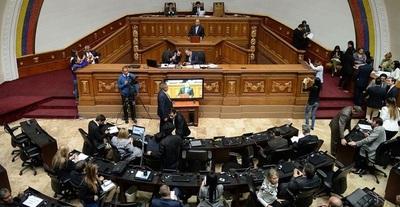 Dictadura de Maduro bloqueó el ingreso de la oposición a la Asamblea e instala nuevo presidente