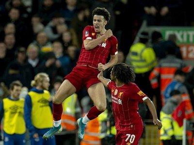 Adrián y Jones dan el derbi y la clasificación al Liverpool