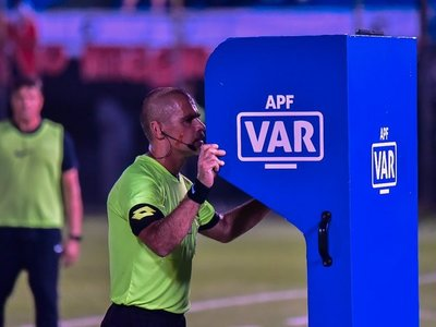 Entre la tecnología en el fútbol y un agitado mercado de pases
