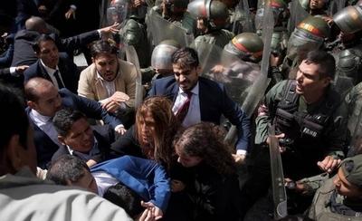 """HOY / Paraguay condena """"represión violenta"""" contra diputados opositores en Venezuela"""
