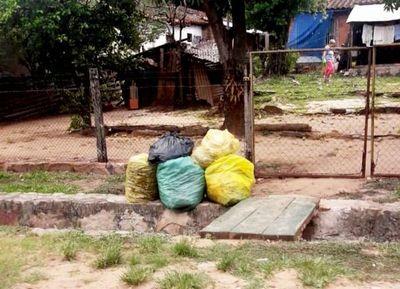 Quejas porque no recolectan la basura en Piquete Cue