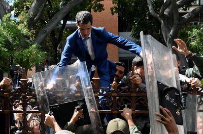 Un Parlamento, dos presidentes: Guaidó y un rival proclamados a la vez jefes legislativos