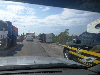 Persecución y vuelco en Puente Remanso a presuntos contrabandistas