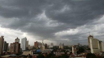 Activan alerta por tormentas para 12 departamentos del país