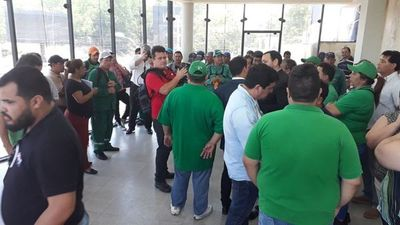Lambaré: trabas en banco impiden el pago de salarios a funcionarios
