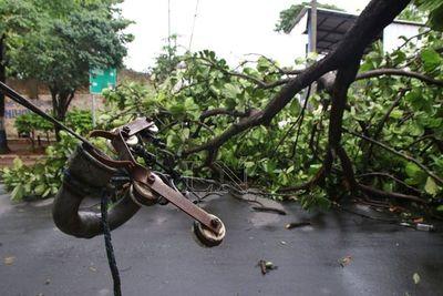 Tras tormenta de ayer, varias zonas de Gran Asunción quedaron sin luz