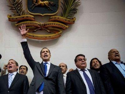 Guaidó es nombrado presidente de Venezuela y llama a salir a las calles