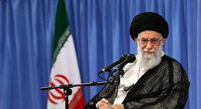 """El ayatollah Khamenei dijo que el ataque de Irán es """"una bofetada en la cara"""" de los estadounidenses, pero que """"no es suficiente"""""""