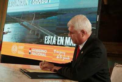 MOPC firma contrato para iniciar la construcción del puente que unirá Asunción- con Chaco'i