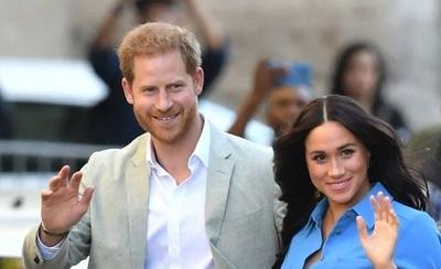 """HOY / El Príncipe Harry y Meghan desatan escándalo """"real"""": la pareja se retira de la monarquía"""