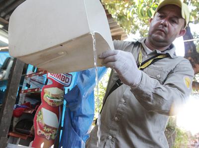 Ministro llama a unirse a mingas contra el dengue y recuerda decreto vigente para el sector público