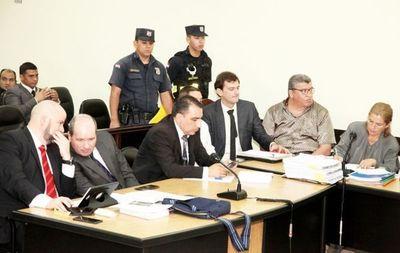 A un mes de extinguirse causa por tráfico de armas, cuñado de ministro de la Corte volvió a chicanear el proceso