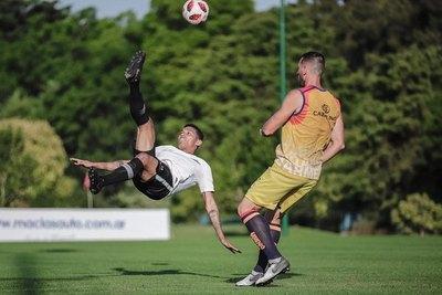 Ramón Díaz prueba su primer equipo y Libertad gana un amistoso