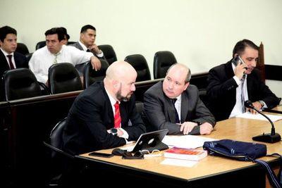 Sancionan a chicaneros y finalmente se inicia juicio de Carlos León por tráfico de armas