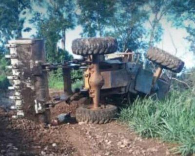 Trágico vuelco de tractor en Bella Vista