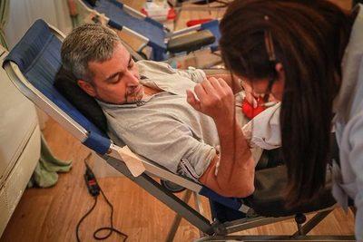 Abdo Benítez e integrantes de su Gabinete donan sangre
