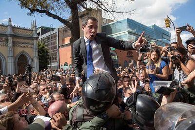 """OEA condena """"uso de la fuerza"""" en Parlamento de Venezuela"""