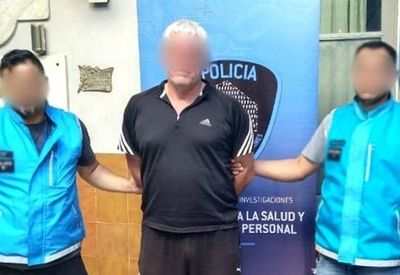 Policías disfrazados de futbolistas detuvieron a árbitro violador