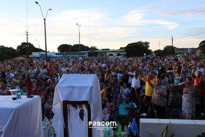 Multitudinaria concurrencia de fieles en la misa en honor a Santa Filomena en Futurista