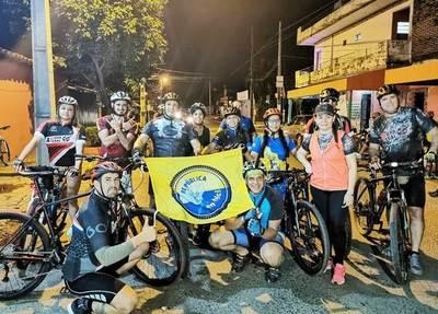 Grupo de ciclistas realiza tours por barrios y compañías de Luque •