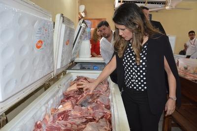 Ministra controla alimentos que serán destinados a las personas privadas de libertad