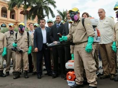 Mario Abdo agradece esfuerzo de funcionarios de Salud Pública y Senepa en la lucha contra el dengue