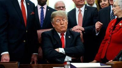 """Según Trump """"no se debería permitir"""" que comience el juicio político a él"""