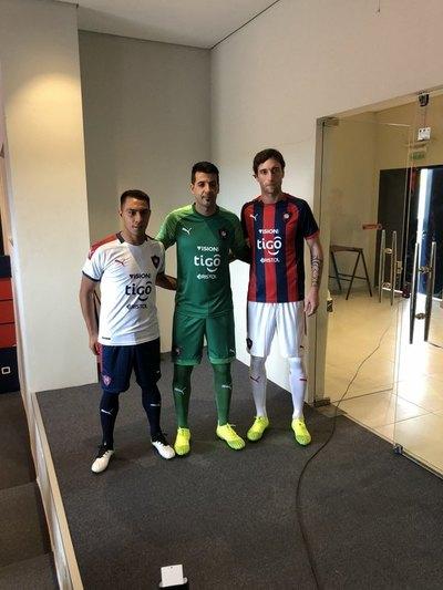 Cerro presentó la camiseta más esperada