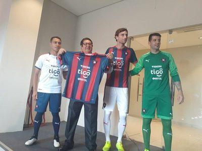 Cerro Porteño presenta nueva indumentaria